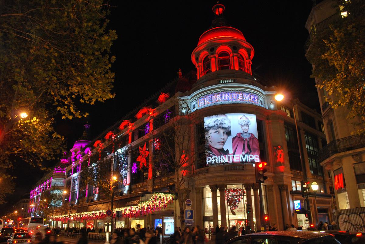 Paris Christmas lights on the Champs Elysées, Galeries ...